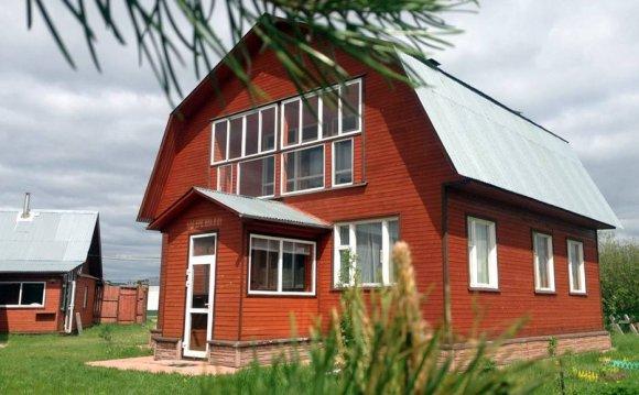 Добротный загородный дом в