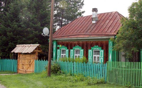 Домик в деревне летом